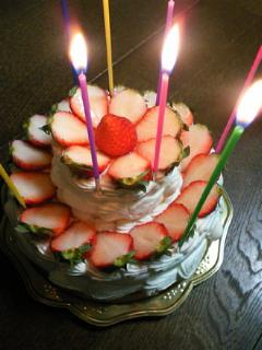 誕生日ケーキを作ってもらいました(*´∇`)